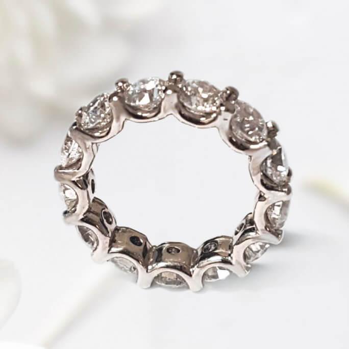 U Shared Prong Diamond Wedding Ring